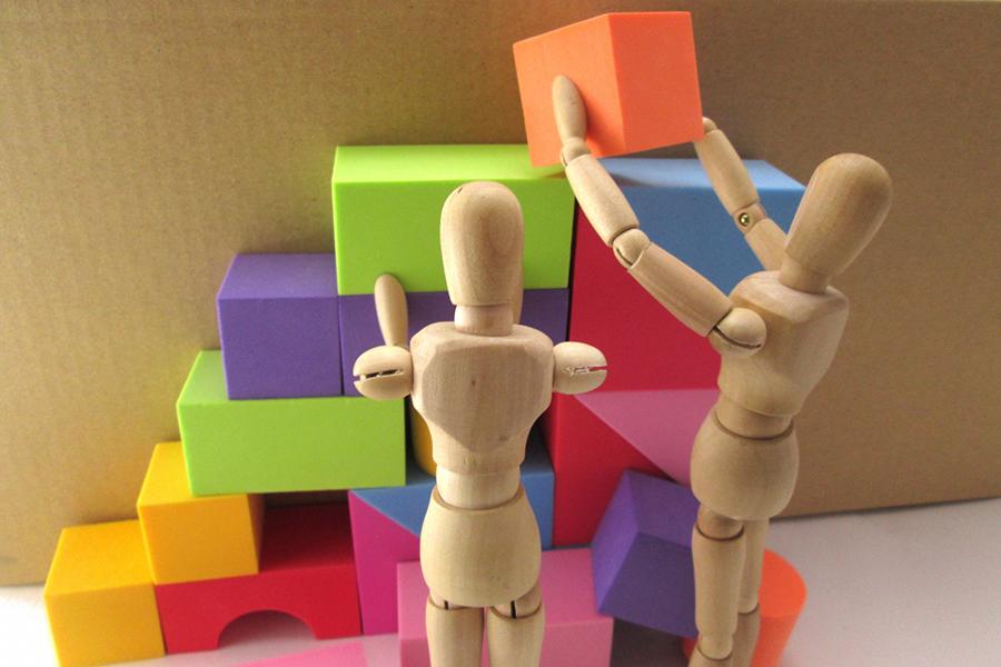 夫婦で協力し合って難問を解決するイメージ画